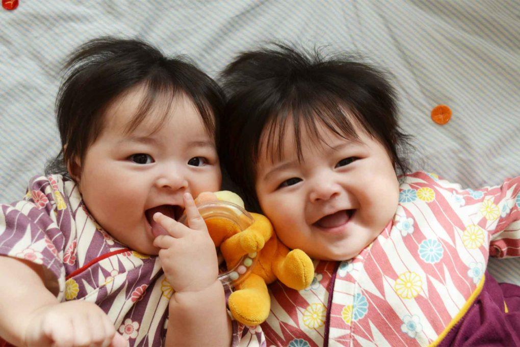 一卵性双生児のイメージ