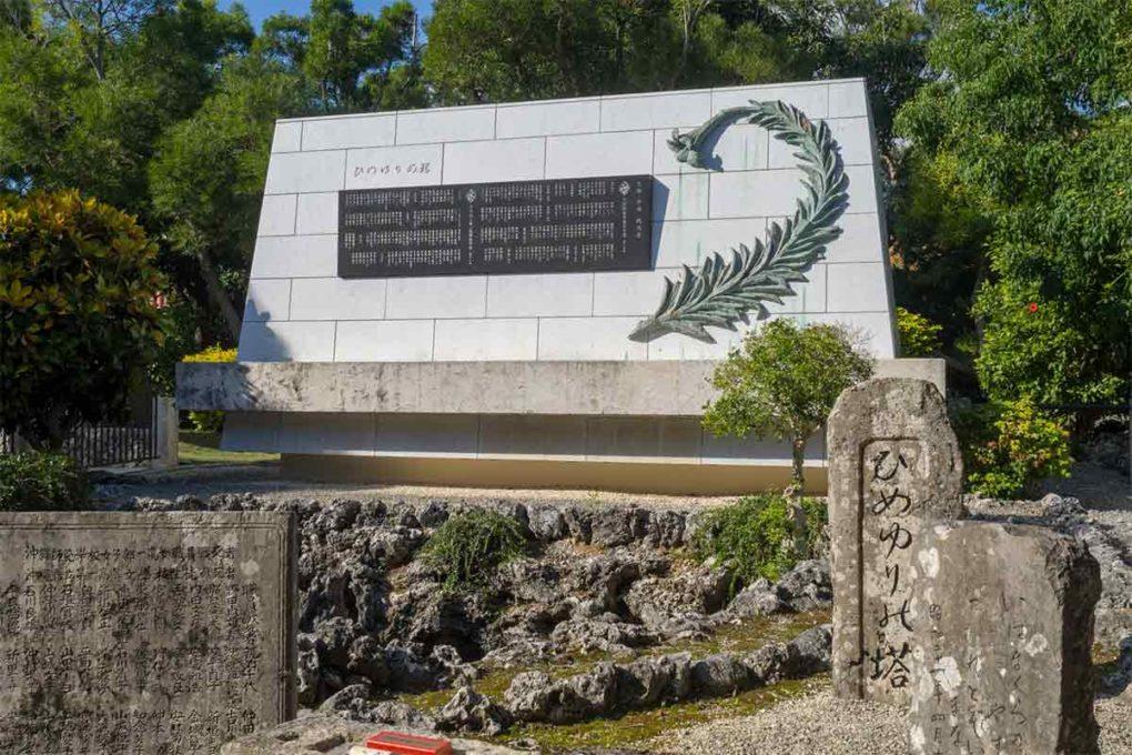 ひめゆり部隊の慰霊碑「ひめゆりの塔」のモニュメント