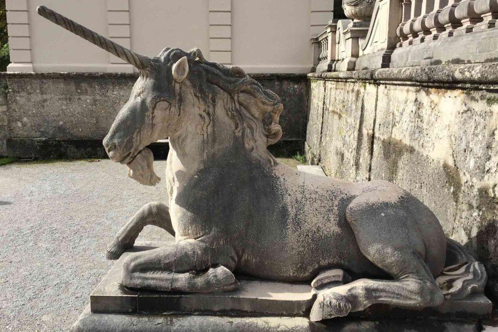 ユニコーンの像