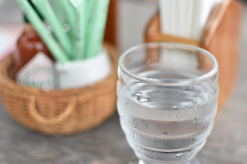 コップに注がれた水