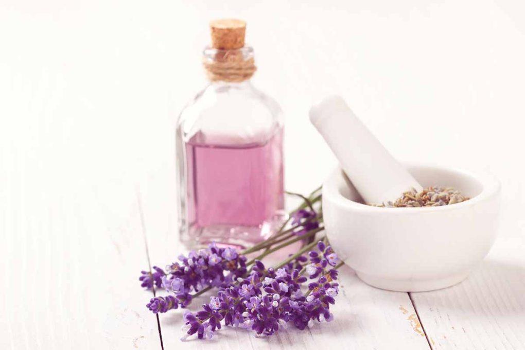 香水とラベンダー