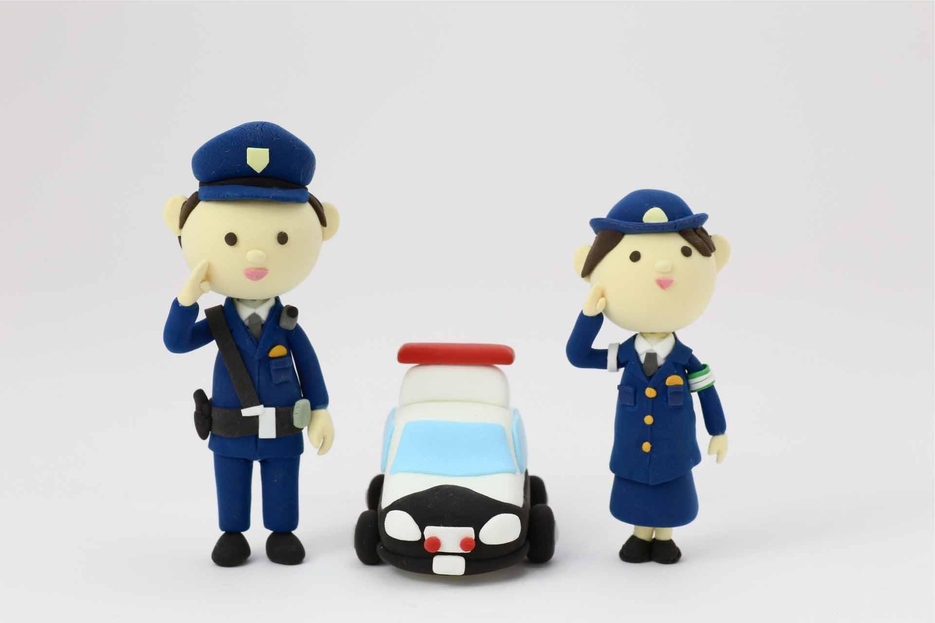 警察官の人形