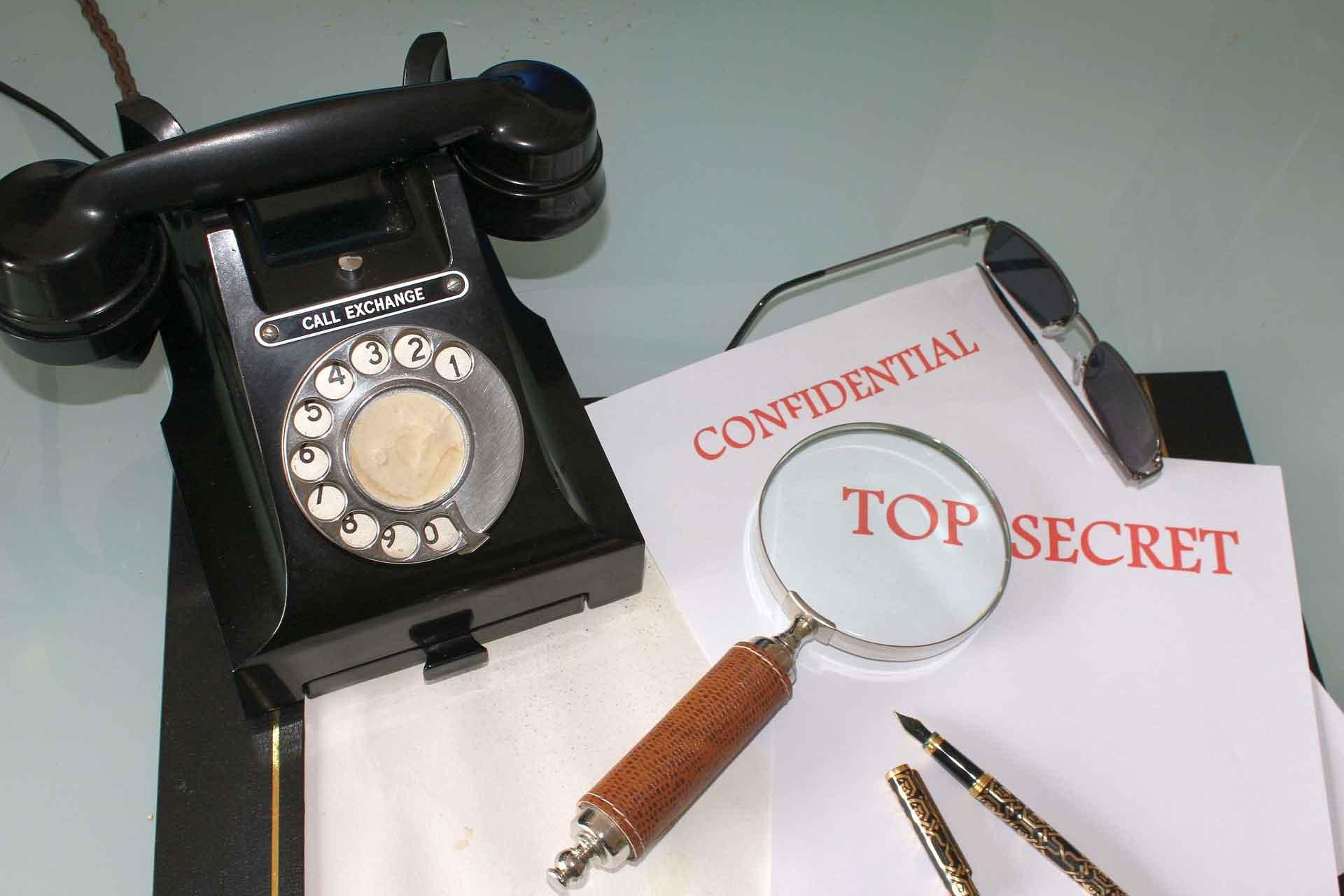 トップシークレットと黒電話