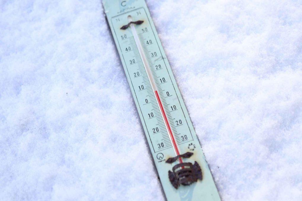 氷の上の温度計