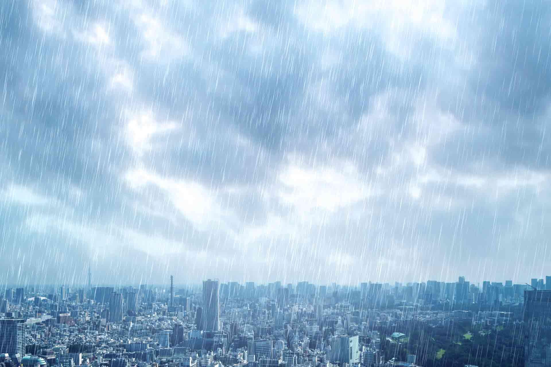 雨が降っている上空