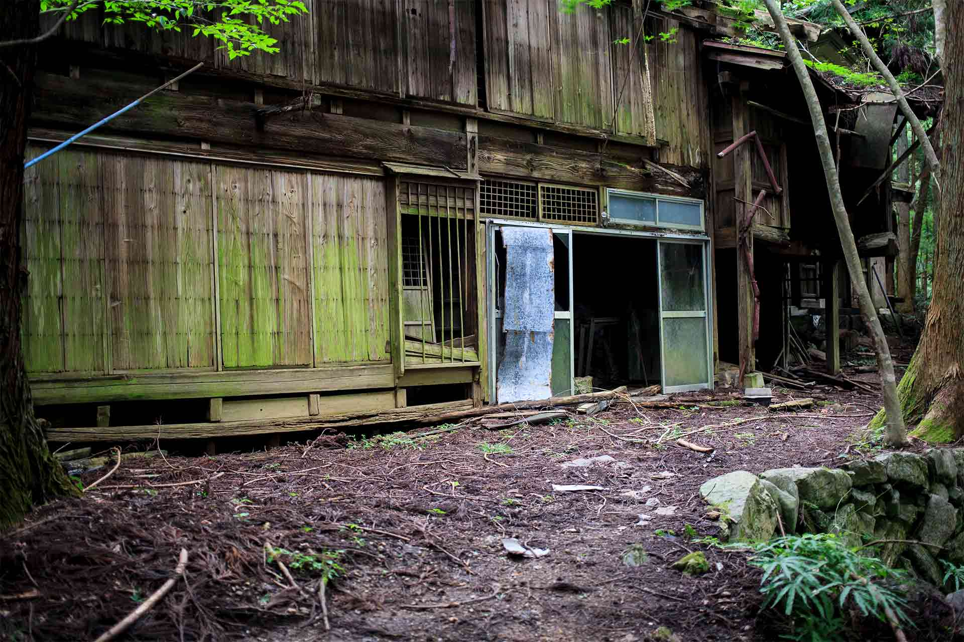 廃村にある建物