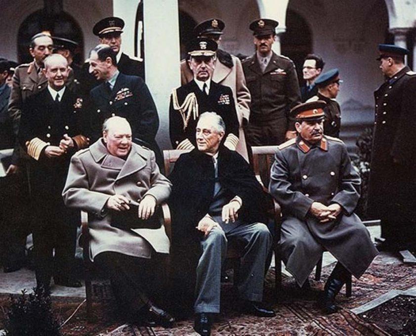 リヴァディア宮殿で会談に臨む首脳陣