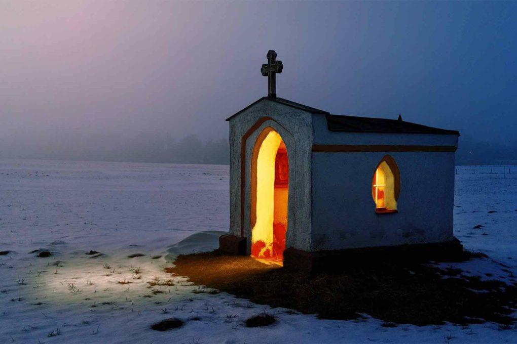 雪の上の教会