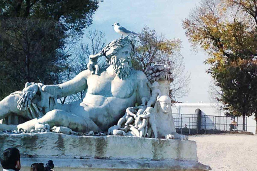 ゼウスの彫刻