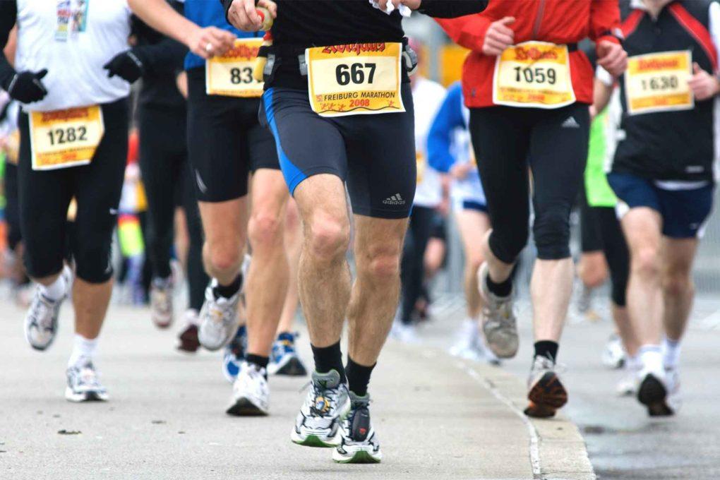 マラソンをする人